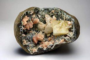 Astro Gallery of Gems Calcite avec Huelandite et Stilbite sur calcédoine Matrix de Jalgaon, Maharashtra, Inde.