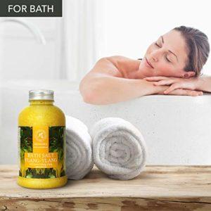 Sel de bain Ylang Ylang 600 g, sel de mer avec de l'huile d'ylang-ylang essentielle – meilleur pour un bon sommeil – soulagement du stress – beauté – bain – soin du corps – d'AROMATIKA