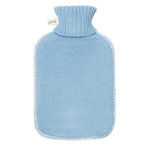 Bouillotte de haute qualité en caoutchouc naturel 1.8 litres avec housse en tricot fin gris foncé et couvercle à coutures blanches – nouveau modèle – TÜV testé (Bleu Clair)